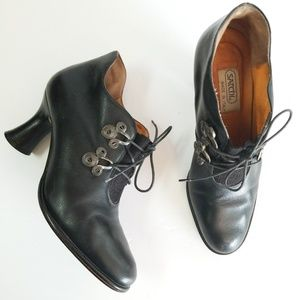 Amazing Satchi Italy witch booties black leather